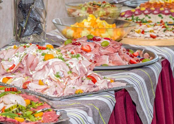 Heerlijke buffetten. Foto: Panorama Restaurant De Blaauwe Kamer.