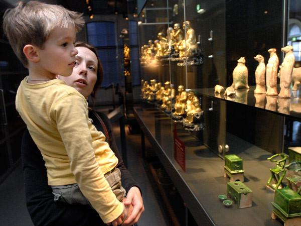 Gezichten bij Afrika. Foto: Museum Volkenkunde.
