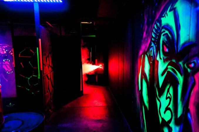 Lasergamen met spannende rookeffecten.