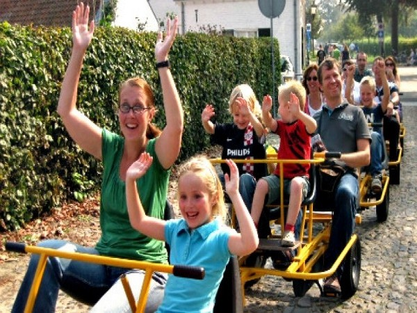 Met de hele familie op de fietstrein