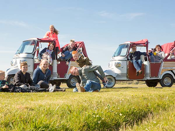 Samen in de tuktuk. Foto: TukTuk Lauwersoog © Marit Anker.