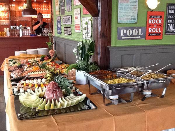 Geniet na de tocht van een buffet. Foto: De Rietstulp.