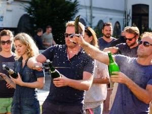 Leer champagne sabreren. Foto: ActionDome.