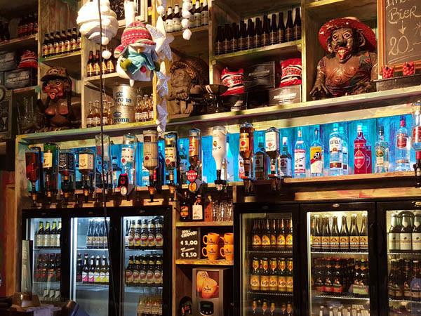 De gezellige Jungle Bar. Foto: Paintball Jungle