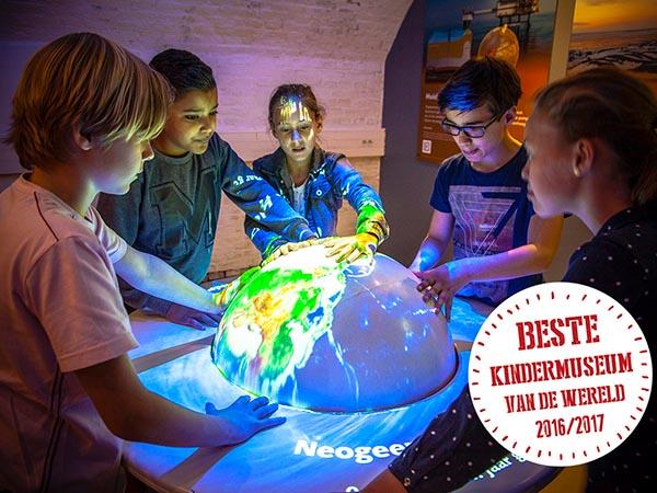 Ontdek door aan de 4D-globe te draaien hoe de wereld verandert. Foto: GeoFort.