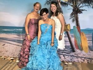 Ja, ik wil! Trouwjurken passen for fun bij Wedding Wonderland