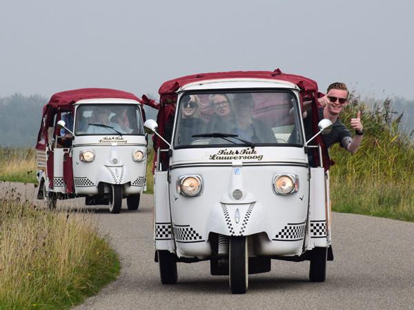 Een opvallende verschijning: de tuktuk! Foto: TukTuk Lauwersoog.