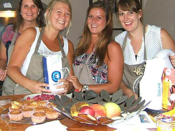 Maak met vriendinnen zelf een high tea. Foto: Kookparty