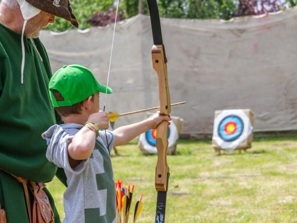 Leer als Robin Hood schieten met pijl en boog. Foto: Archeon.