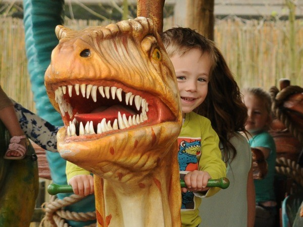 Maak een ritje in de DinoCarrousel.