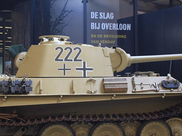 In het gigantische museum bewonder je bijzonder voertuigen. Foto: Oorlogsmuseum Overloon.